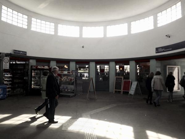 внутри вокзала Feurbachstrasse