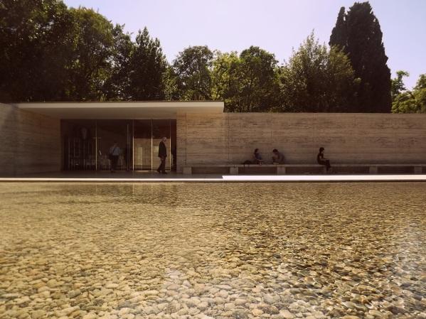 Павильон Миса ван дер Роэ в Барселоне